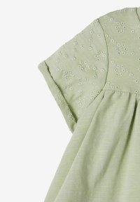 Name it - NBFFLORA  - Print T-shirt - desert sage - 2