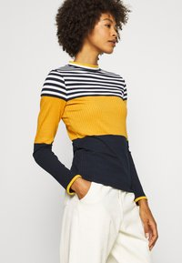 edc by Esprit - COLORBLOCK  - Jersey de punto - brass yellow - 3