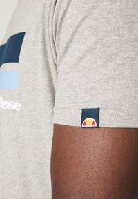 Ellesse - RIAN - Print T-shirt - grey - 4