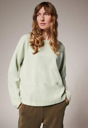 SCUBA-SHIRT MIT TWILL-PARTIEN - Long sleeved top - misty green