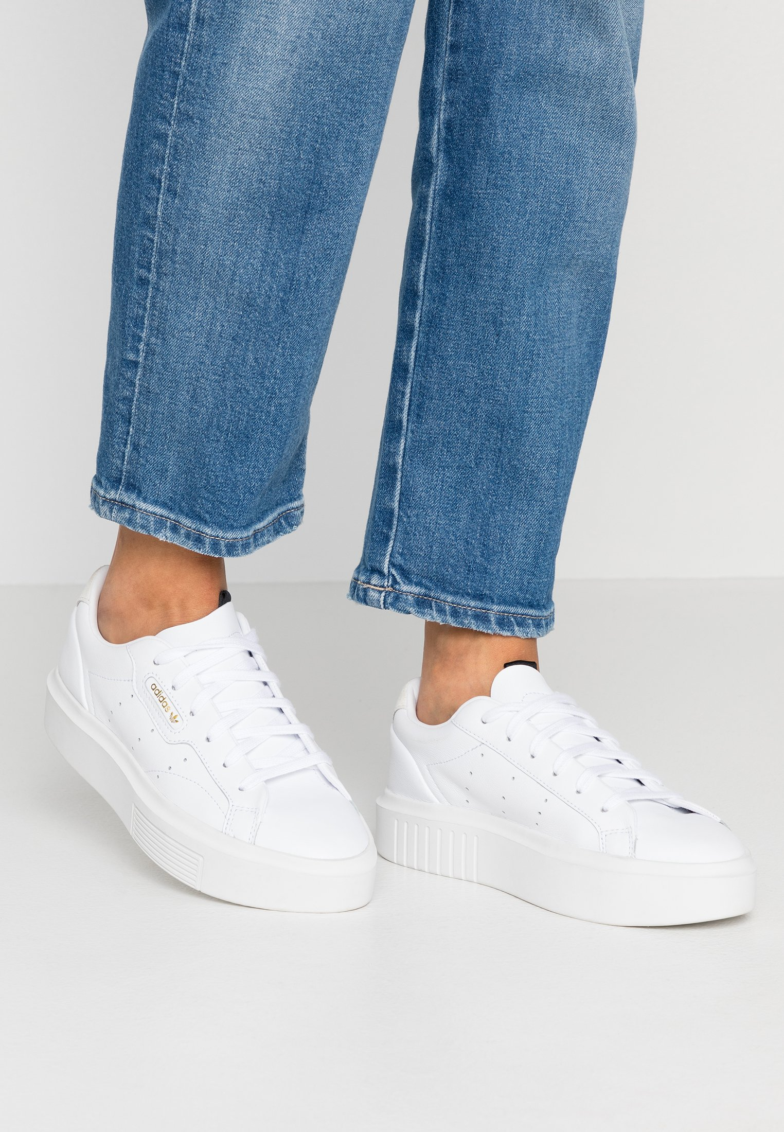 adidas Originals SLEEK SUPER - Trainers - footwear white/crystal white/core  black - Zalando.co.uk