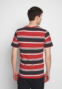 Nike Sportswear - STRIPE TEE - Camiseta estampada - white/university red/black - 2