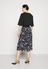 DKNY - PRINTED PLEATED SKIRT WAIST BAND - A-snit nederdel/ A-formede nederdele - black/multi - 2