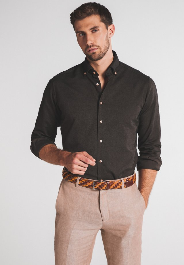 REGULAR FIT - Shirt - braun