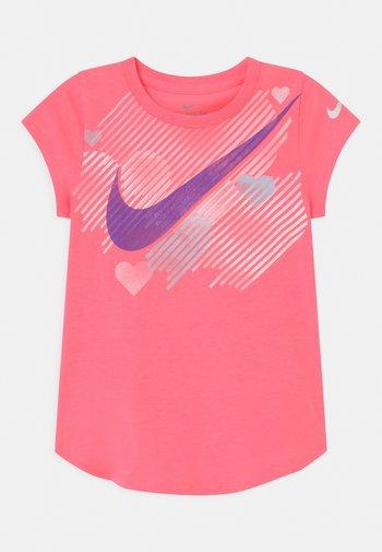 STAMPED HEART - T-shirt print - sunset pulse