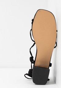 EGO - HESSI - Sandály s odděleným palcem - black - 6