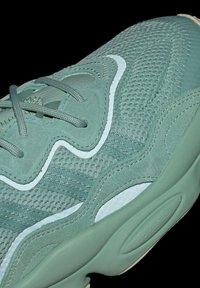 adidas Originals - OZWEEGO - Trainers - green - 7