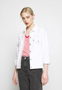 Levi's® - EX BOYFRIEND TRUCKER - Jeansjakke - white - 0