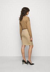 Patrizia Pepe - GONNA SKIRT - Pencil skirt - triking beige - 2