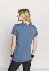 Under Armour - LIVE SPORTSTYLE GRAPHIC - Print T-shirt - mineral blue - 2