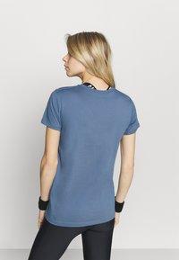 Under Armour - LIVE SPORTSTYLE GRAPHIC - T-shirt imprimé - mineral blue - 2