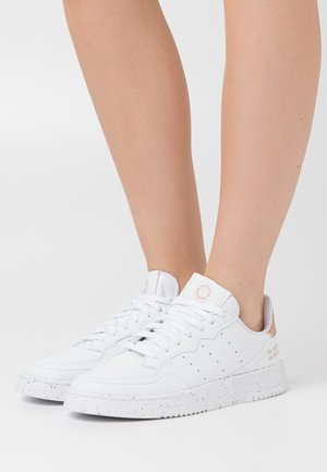 SUPERCOURT PRIMEGREEN VEGAN - Sneakers - footwear white/pale nude