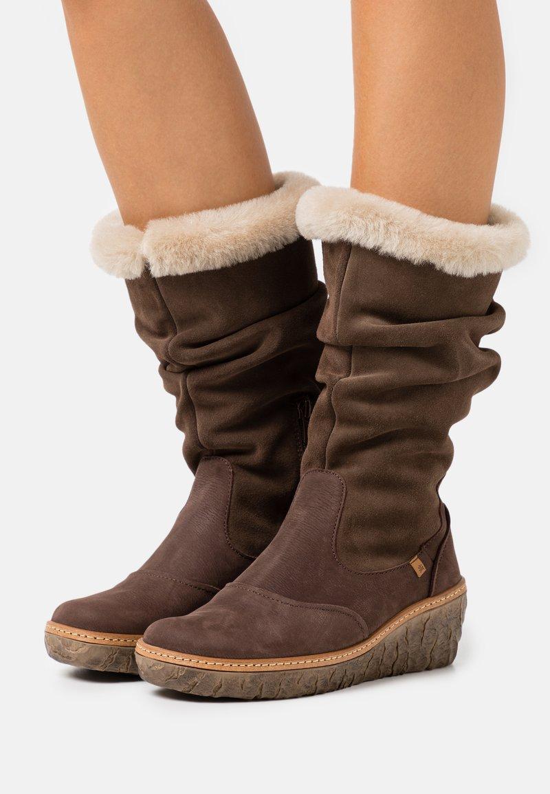 El Naturalista - MYTH YGGDRASIL - Wedge boots - pleasant/brown