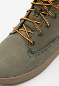 Timberland - DAVIS SQUARE UNISEX - Sneakersy wysokie - dark green - 5