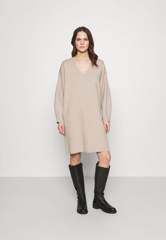 TALLI DRESS - Gebreide jurk - pure
