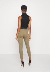 Missguided - DOUBLE WAISTBAND ZIP  - Leggings - Trousers - khaki - 2