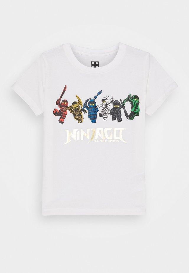 NINJAGO JUBILÄUM  - T-shirts med print - off white