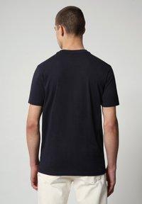 Napapijri - SALYA - Print T-shirt - blu marine - 2