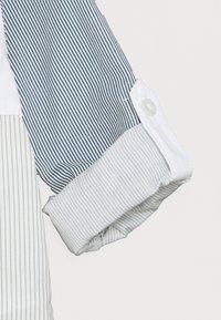 Guess - REGULAR BABY - Shirt - light blue/white - 2