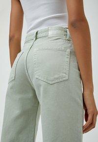 PULL&BEAR - CROPPED - Straight leg jeans - mottled light green - 5