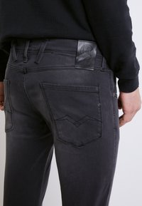Replay - ANBASS HYPERFLEX RE-USED - Jeans slim fit - medium grey - 5