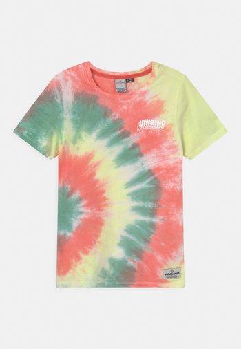 HAJARI - Print T-shirt - beach red