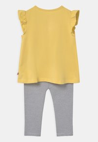 Staccato - SET - Print T-shirt - yellow/dark blue - 1