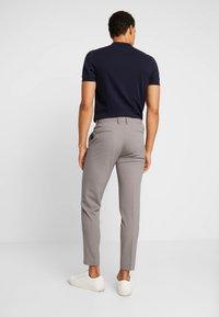 Lindbergh - CLUB PANTS - Trousers - sand mel - 2