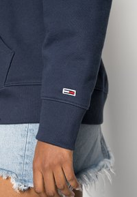 Tommy Jeans - CLASSICS LOGO HOODIE - Sweat à capuche - navy - 4