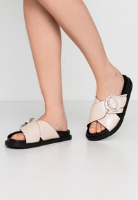 Topshop Wide Fit - WIDE FIT PEDRO FOOTBED - Mules - natural - 0