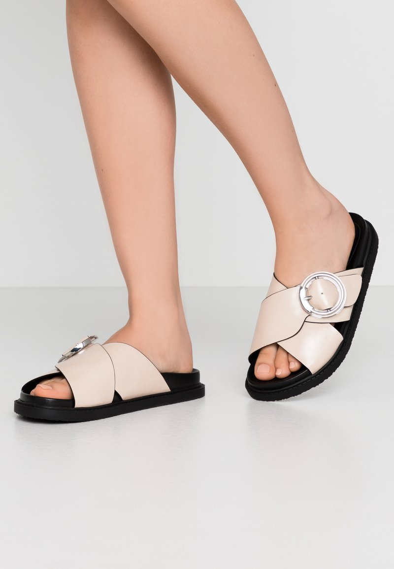 Topshop Wide Fit - WIDE FIT PEDRO FOOTBED - Mules - natural