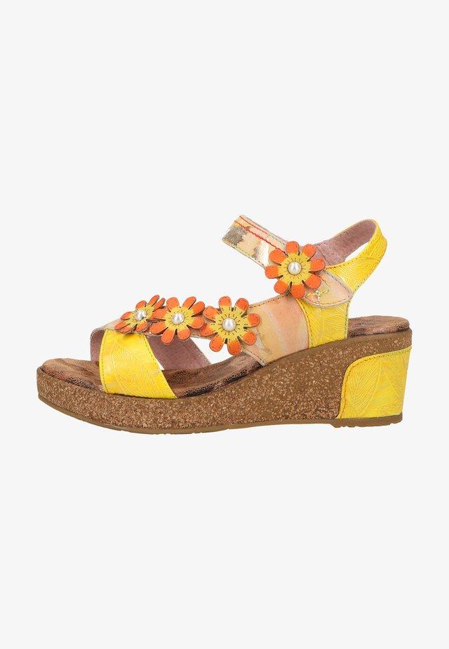 Sandały na platformie - jaune