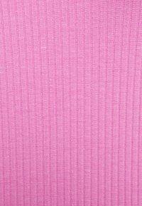 Pieces - PCTEGAN STRAP DRESS - Vestido de punto - cyclamen - 2