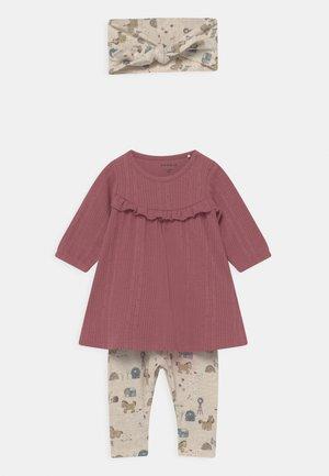 NBFLUISE GIFT SET - Leggings - Trousers - deco rose