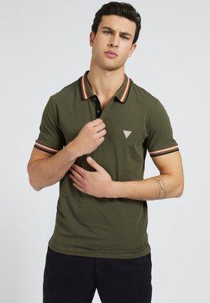 POLOSHIRT LOGO-DREIECK - Polo shirt - grün