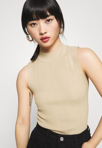Missguided Petite - TEXTURED CUT OUT BACK BODYSUIT - Top - beige - 3