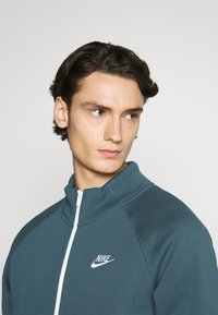 Nike Sportswear - SUIT SET - Tuta - ash green/white - 5