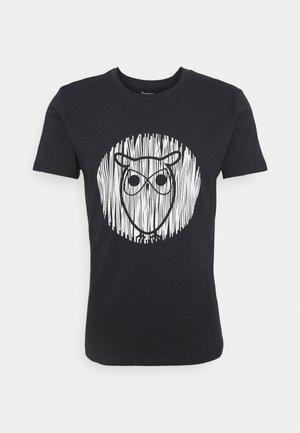 ALDER OUTLINE TEE - T-shirt med print - total eclipse