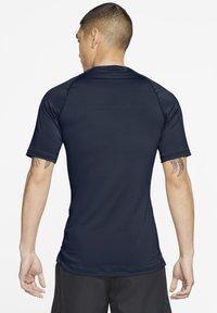 Nike Performance - Basic T-shirt - obsidian/white - 2