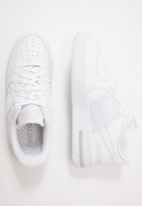Nike Sportswear - AIR FORCE 1 REACT - Sneakersy niskie - white/pure platinum - 1