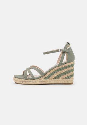 LOUISA - Sandały na platformie - menta