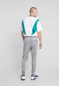 Nike Sportswear - Verryttelyhousut - particle grey/white/black - 2