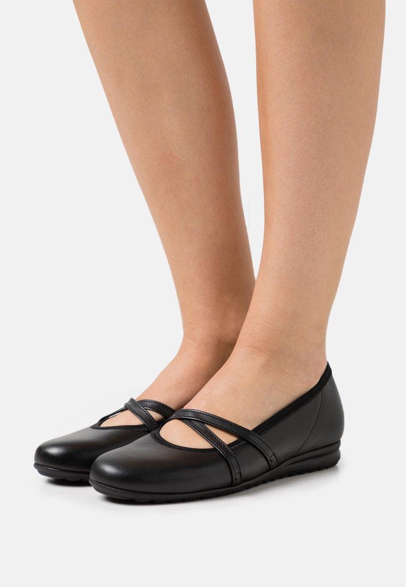 Gabor Comfort - Bailarinas con hebilla - black