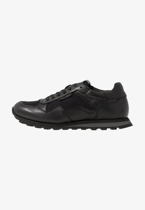 SPOTTING - Trainers - black