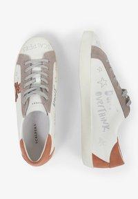 Scalpers - LIA GRAFFITI - Sneakersy niskie - white - 2