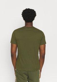 Nike Performance - TEE CREW SOLID - Basic T-shirt - rough green/black - 2