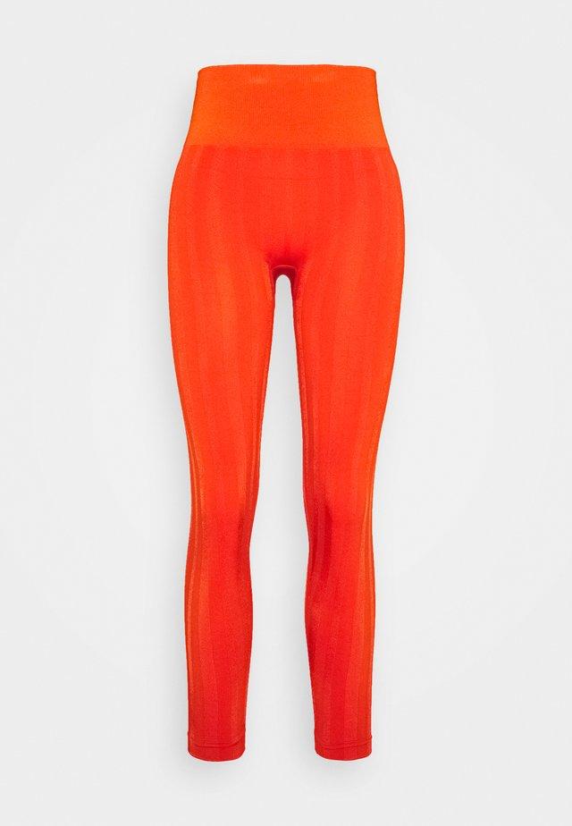 SHINY MATTE SEAMLESS - Collants - intense orange