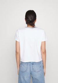 Levi's® - GRAPHIC SURF TEE - T-shirt con stampa - white - 2