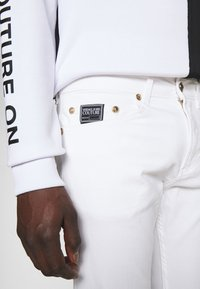 Versace Jeans Couture - DRILL - Straight leg jeans - white - 4