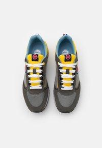 Colmar Originals - TRAVIS RUNNER - Trainers - grey/yellow - 3